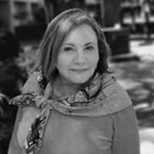 Julia Isabel Flores